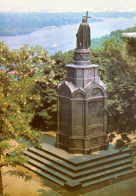 Old postcards of Kiev – Monument to Prince Sviatoslavich