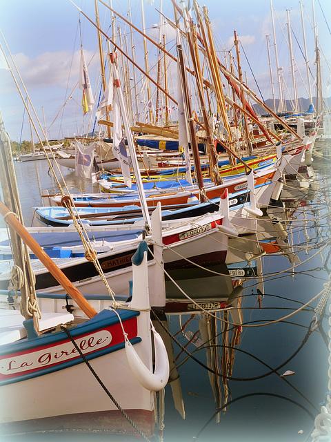 """...les """"pointus"""" de Sanary,petit port ,très coquet..."""