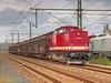 112 703-8 wartet mit einem Güterzug im Bahnhof Freiberg