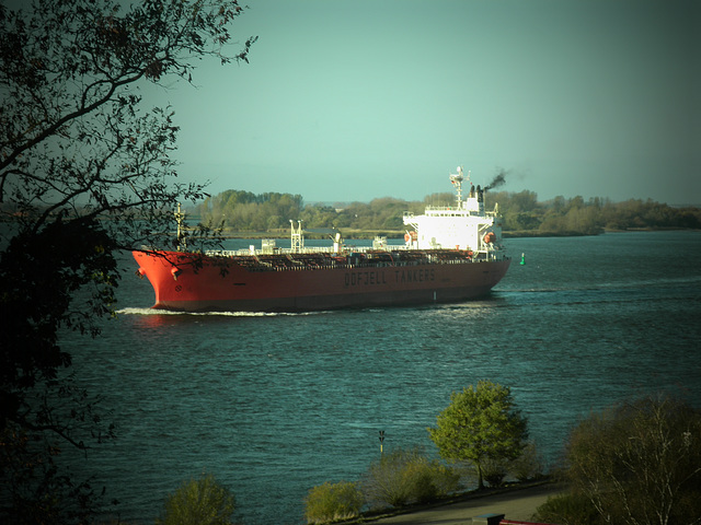 Tankschiff  BOW HECTOR vor Blankenese