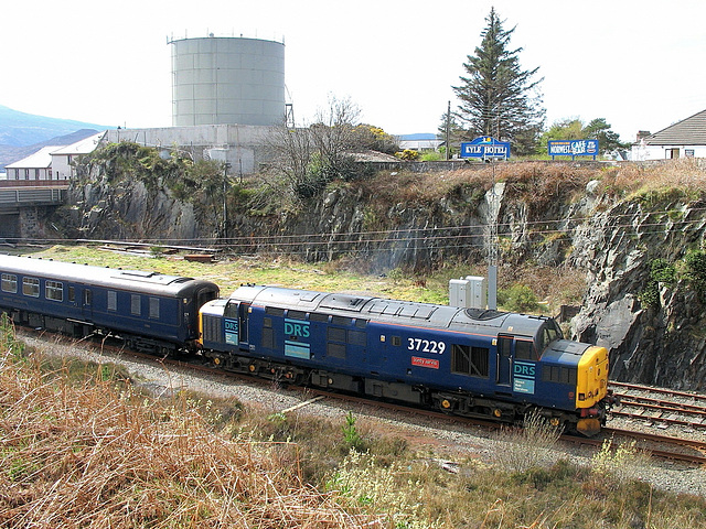 37 229 waits to leave Kyle with 1Z21