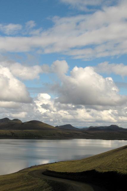 La route, le ciel et le fjord (Islande)