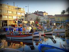 ...le petit port du Brusc  ,pour vous souhaiter une douce semaine...