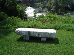 Marble bench / Banc de marbre.