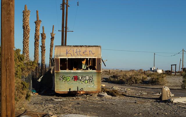 """Salton Sea Beach """"kitten' trailer (0760)"""