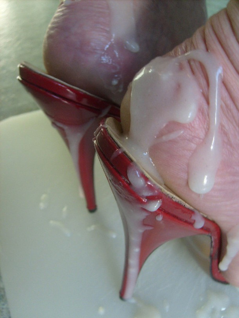 Lady Carla / Dame Carla -  Unreal Pussy's Sticky Cummy Toes in Red  Spike Heels Mules / Un jeu de collage podoérotique.