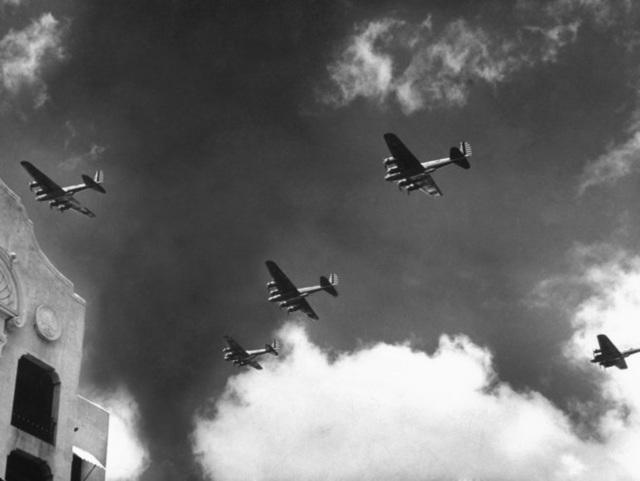 US Bombers over Waikiki
