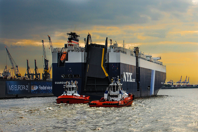 "Vehicle Carrier ""Guardian Leader"" leaving the Port of Hamburg"