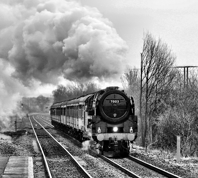 The Great Northern 70013 passes Thorne South station 28th February 2009