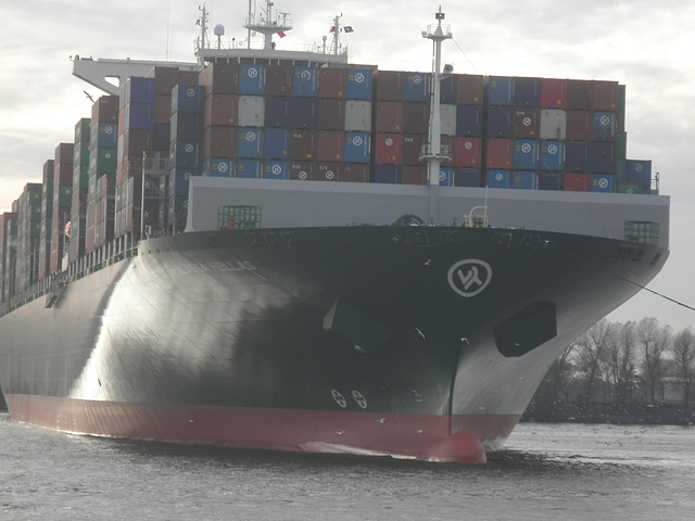 Containerriese  THALASSA  HELLAS