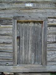 Porte numéro 166 / Door number 166.