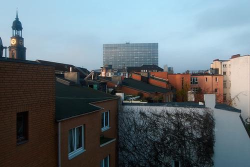 Blick über die Dächer der Neustadt zur Morgenstunde // dachblick-1170636-co