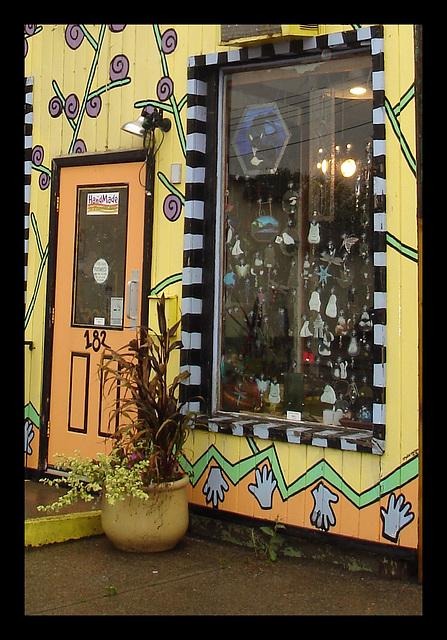 Fireweed door & window / Porte & fenêtre en mode fireweedien.
