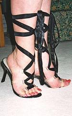 Carla's offbeat heels / Carla et ses talons hauts marginaux.