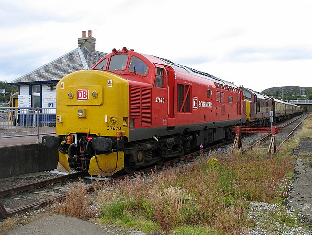 37 670 & 37 401 in the Down platform at Kyle