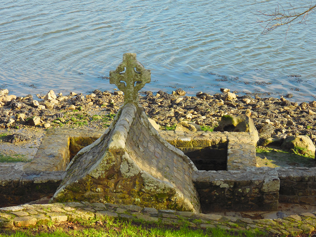 Fontaine de SAINT CADO,