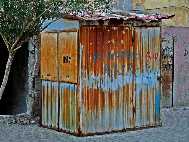 Rusty Kiosk (Fake HDR)