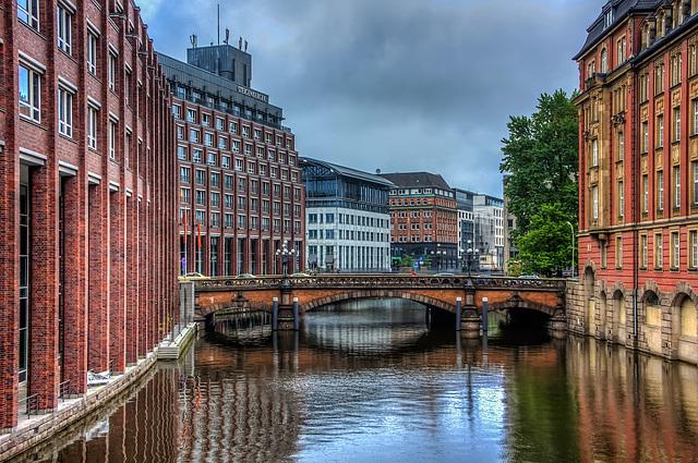 Alsterfleet mit Heiligengeistbrücke (030°)