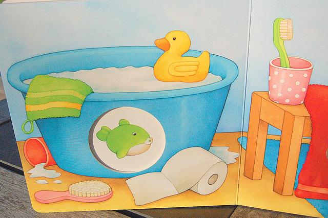 bankuvo kun ĉina anaso (Badewanne mit China-Ente)