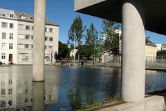 L'Hôtel de Ville et le lac Tjornin
