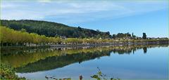 L'automne en reflets au lac de La Clayette ( Saône et Loire )