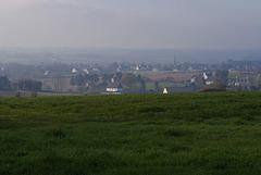 Vue sur le bourg de Cast depuis Cléguer