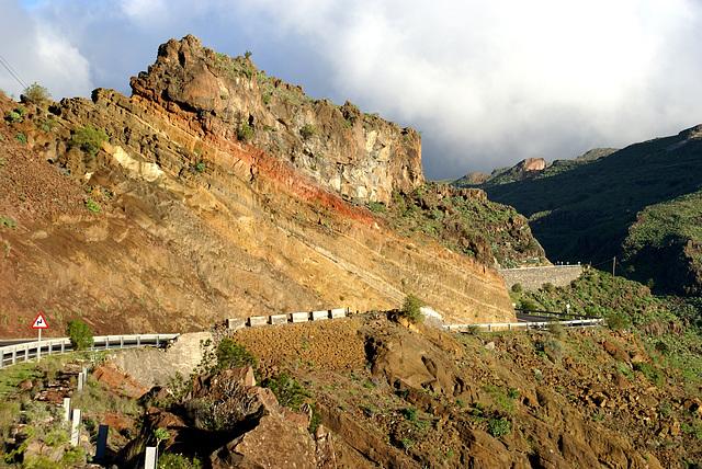 Einblick in die vulkanischen Schichten. ©UdoSm