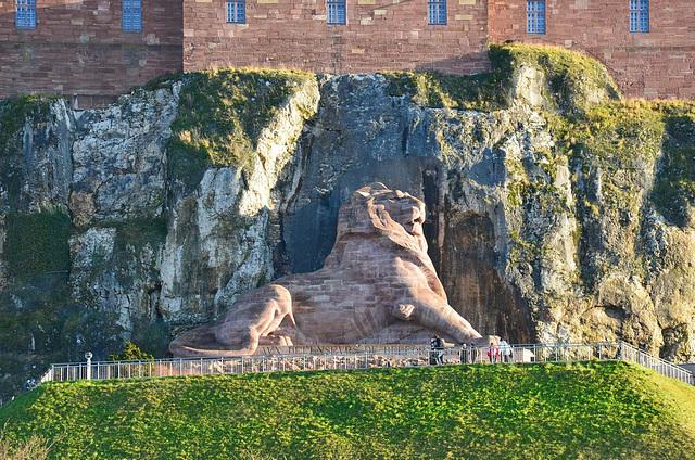 Sous un autre angle, le Lion de Belfort en Franche-Comté