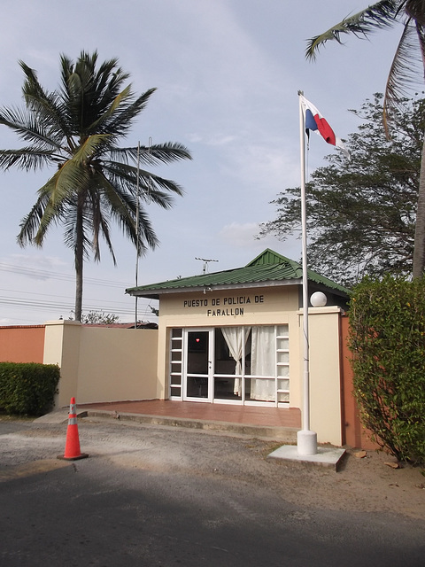 Puesto de policia / Poste de police panaméen.