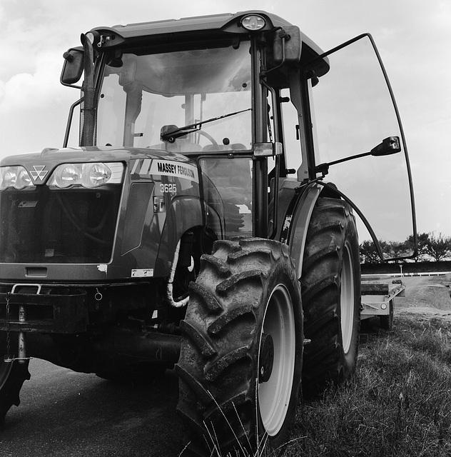 Tractor_Massey Ferguson