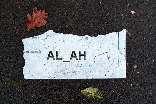 Zettel am Boden liegend al_ah-1170906-co-19-12-13