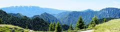 Panoramablick vom Tremalzo nach Süden Richtung Lago di Garda, Monte Baldo und Tremosine. ©UdoSm