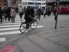 Irma biker Lady in hammer heeled shoes / Dame Irma en talons hauts marteaux sur vélo.