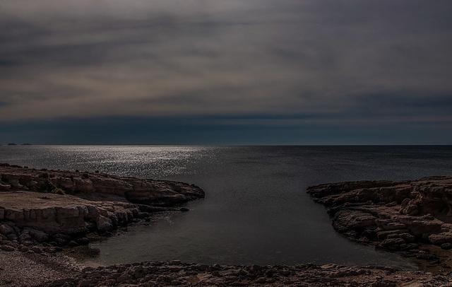 La crique aux eaux tranquilles............on black.