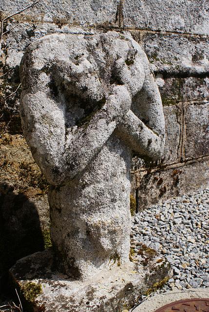 Statue devant l'église de St-Evarzec