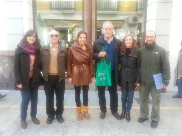 Miadekstre urbestrino de Ronda kaj maldekstre skabenino pri kulturo