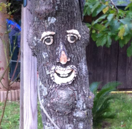 arbre souriant