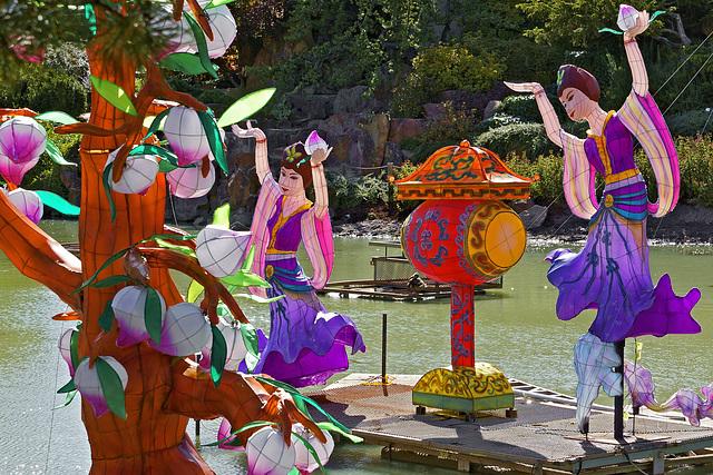Women Dancing – Botanical Garden, Montréal, Québec