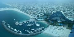 Jumeira-Beach-Hotel von der Skyview Bar des Burj al Arab.   ©UdoSm