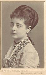 Pauline Lucca by Loescher & Petsch (1)