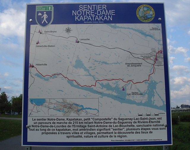 Sentier Notre-Dame Kapatakan / Hiking trail sign.