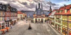 Marktplatz und Rathaus in Wernigerode (HDR, gestitcht)