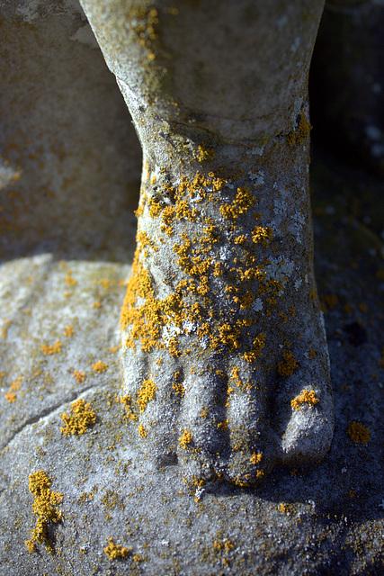 Headstone foot