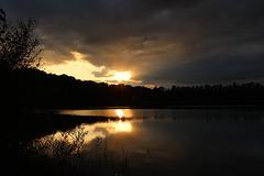 Ein Sonnenuntergang Sonntags am See