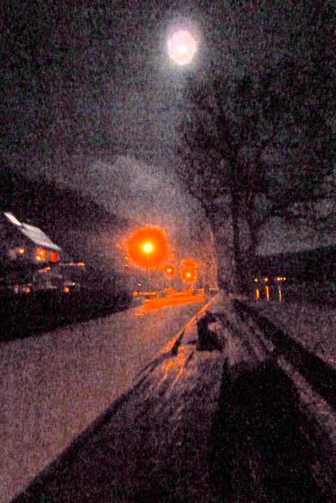 Mond und Laternen im Elbtal - luno kaj lanternoj en la Elbvalo