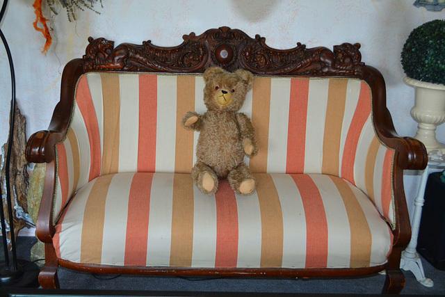 """Mein Teddy (ca 50 Jahre alt) wie aus Kindertagen, deshalb musste ich ihn mitnehmen auf dem Flohmarkt. Er hat einfach """"Mama"""" zu mir gesagt"""