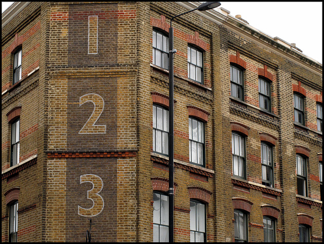 1-2-3 in Bethnal Green Rd