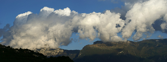 Playing dogs over Monte Baldo...? ©UdoSm