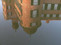 SAM 0655 - reflexion in the castle ditch /Spiegelung im Schloßgraben