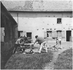 1960 La corvée de bois